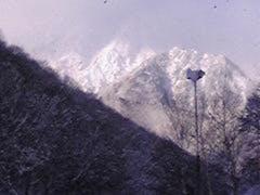 最高のゲレンデコンデイションですよ!! パフパフの雪で、とっても滑りやすかったです。 今週末も雪が降るみたいなので、 今週末辺り出没を検討しております。 中央ゲレンデ駐車場に車を止めると、渋滞も無くスイスイですよ。
