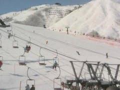 気持ちのいい晴天。 朝はコンディションよし。 午後にかけてカリカリが表出。 12:30より上村愛子応援。(八方スキースクール内テレビ)