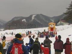 28日に水上宝台樹に行って来ました。 ゲレンデコンディション午前中は、ザラメ雪が圧雪されたガリガリ状態。 午後はザラメのガリガリがなくなった感じで、春スキーの状態です。 当日は子供雪祭りが行われ、来シーズンの子供リフト1日券の引換券が参加者全員の子供達に配られました。