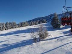 まだまだ積雪が少なくて思いっきり滑ることは出来ませんでしたが 初すべりの足慣らしにはちょうどよかったかな・・・