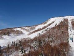 雲一つない快晴で青空がとても綺麗でした! 雪質も最高でした(^^)