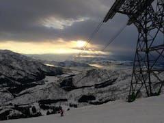 さて、恒例の八海山スクール。今年も勉強させてもらいました。それにしても大雪!すでに3m越え!