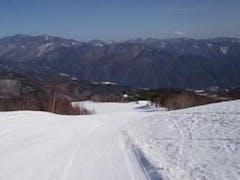 はじめてのやぶはら高原スキー場に行って来ました。 天候は快晴で汗ばむ程、バーンはピステン整備されていていい感じでした 次回行く機会があればパウダーの時に行きたいゲレンデです。