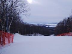 山頂からの景色最高! まだまだ雪が少ないか