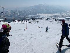 泊りの一日目。スキーをした。 晴れて暑く感じる一日だった。