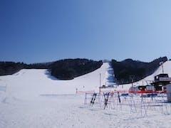 日中は雪溶けが進んで来ていますがまだまだゲレンデは良い方でした。