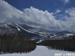今日で今シーズン最後の予定。朝はこの時期に新雪が滑れ、気温が低く帰りまで緩むことなく滑れた。ただ緩まなさ過ぎてアイスバーンの部分が多く。。。